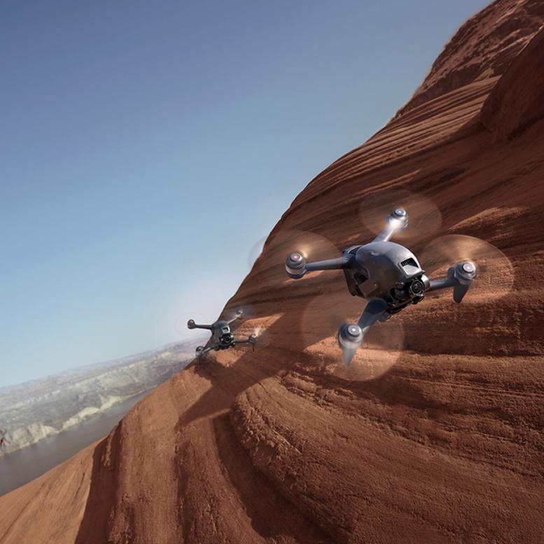 DJI FPV Combo Vam omogućava da potpuno uronite u svet FPV (First-person view) letenja dronom. Korišćenjem FPV naočara V2 dobijate pogled na ono što dron vidi